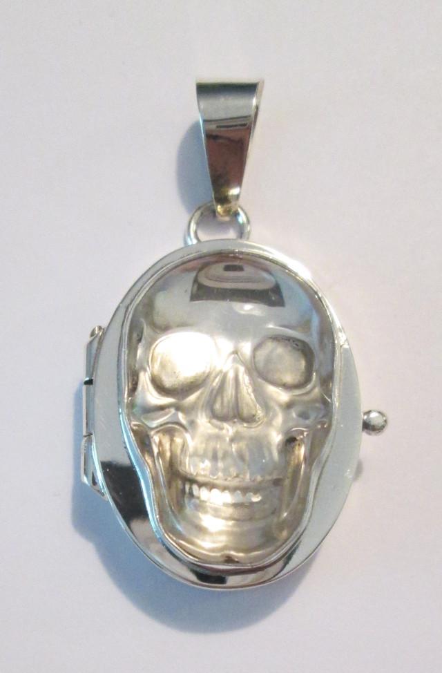 Crystal Quartz Skull Locket – MZ56