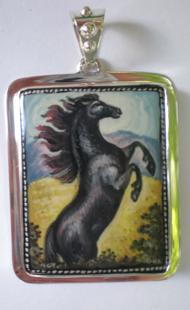 Russian Hand Painted Rearing Stallion Pendant – SD5STAL