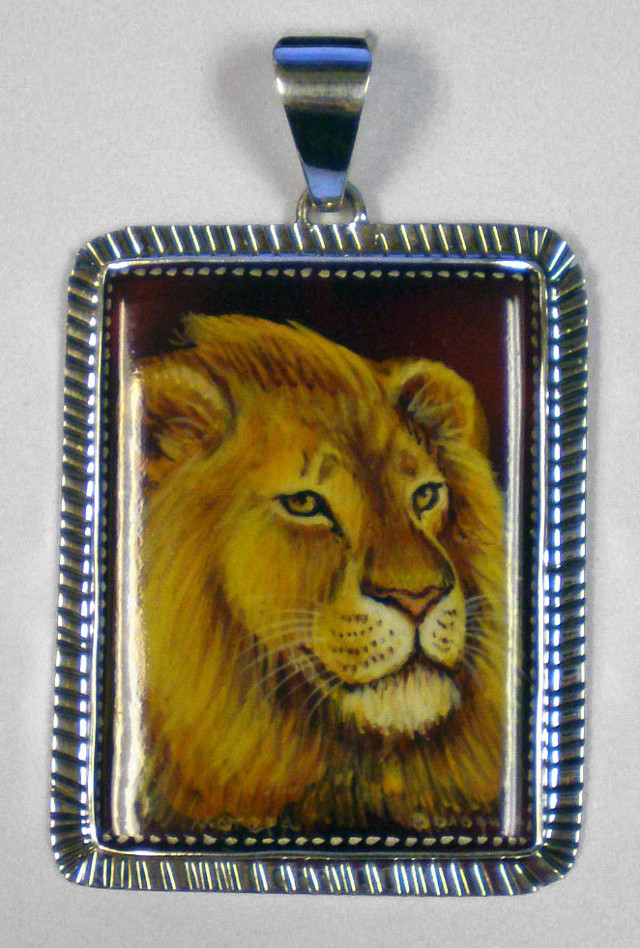 Russian Hand Painted Golden Lion Pendant – RHP5
