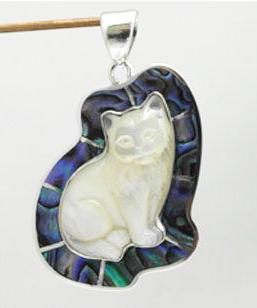 Sitting cat pendant – PB25